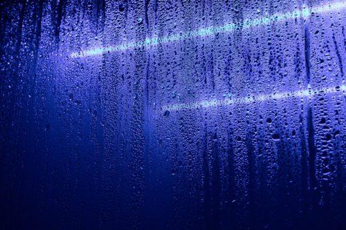 Glaszetter Eindhoven:aan condens tussen de glasplaten herken je een lek raam